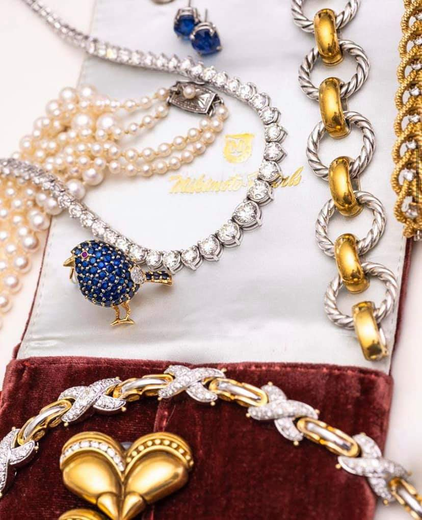 Exquisite  gold and diamond jewelry pieces